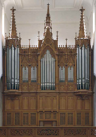 Organ database with stoplists, specifications, photos and